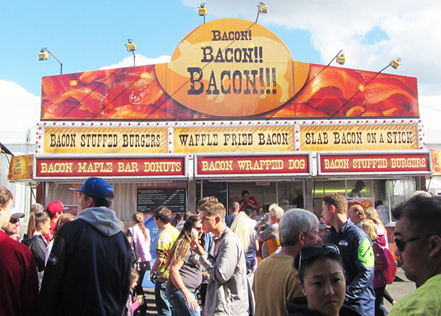 picture of people near a bacon vendor at the Washington State Fair