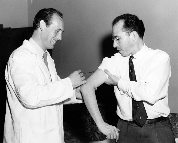 Jonas Salk getting vaccinated