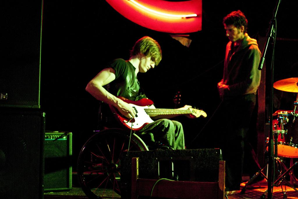 Eric Howk didnt let a spinal cord injury stop his music career.