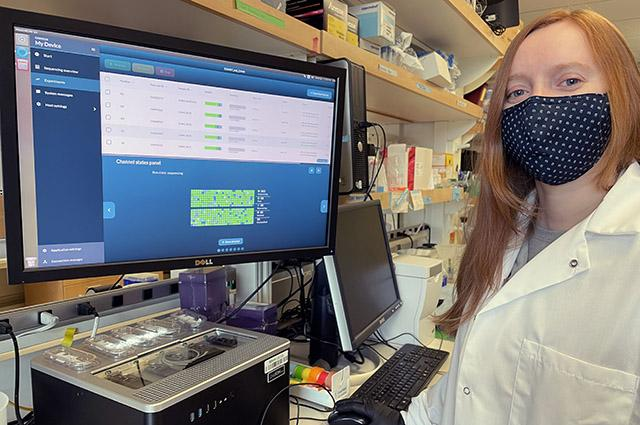 Glennis Logsdon shown sequencing human genomic DNA on the Oxford Nanopore GridION