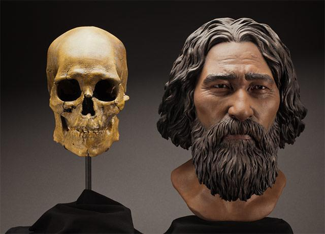 picture of Kennewick Man skull and clay-made facial approximation