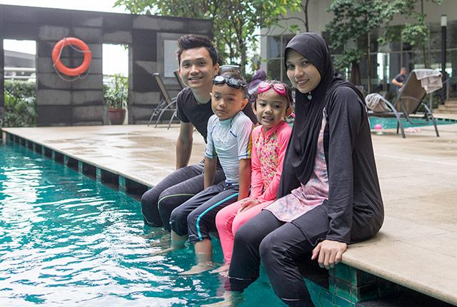 picture of Muslim family at poolside