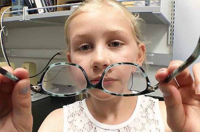 therapeutic glasses for children to prevent myopua
