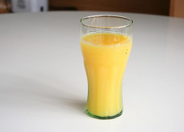 picture of a glass of orange juice