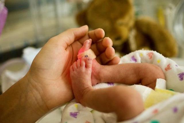 hand holding a newborn