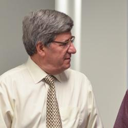Dr. Steven Kahn, a UW Medicine endocrinologist, talks with a patient.