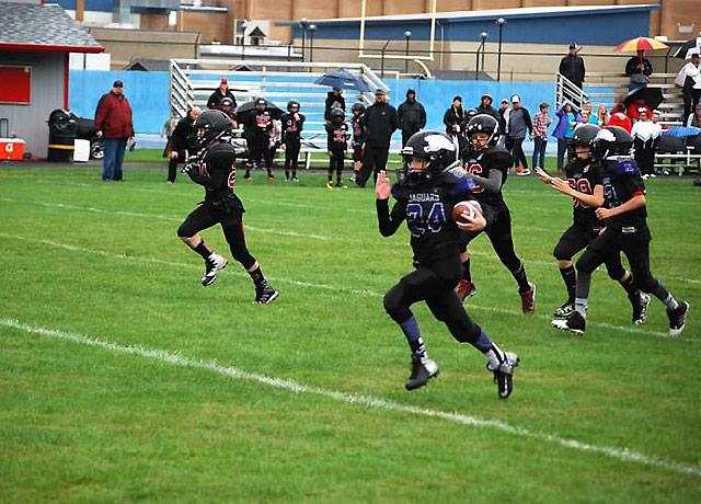 picture of youth football players running in a game