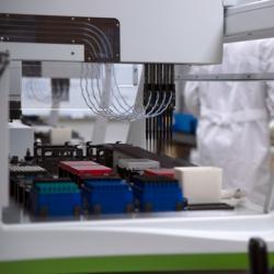 virus testing lab