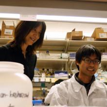 Rong Tian and a researcher in the lab